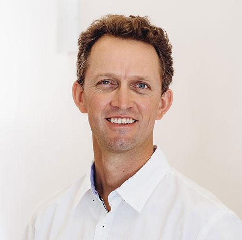 Dr Gerhard van der Merwe
